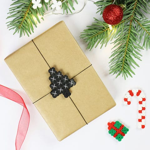 Kerstcadeautjes versieren met strijkkralen