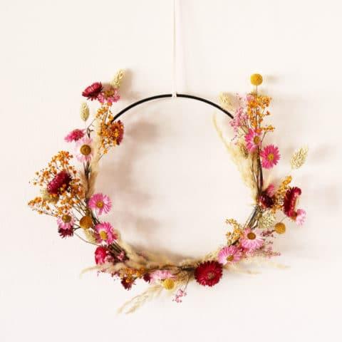Een krans met droogbloemen maken