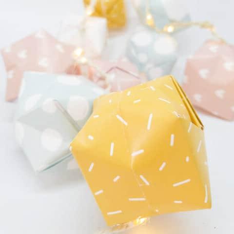 Zomerse lantaarns van papier maken
