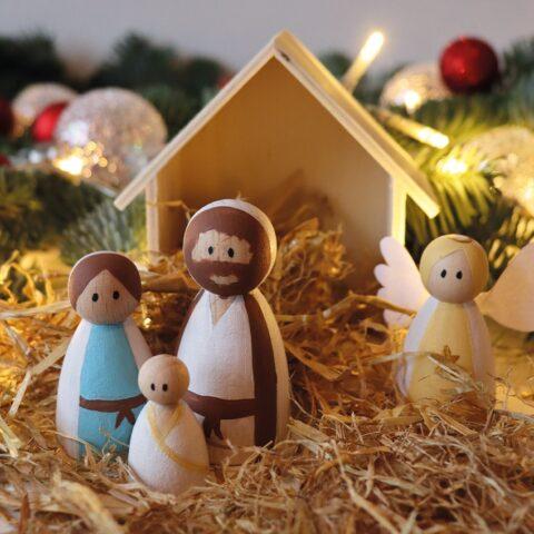 Maak je eigen kerststal met kegelpoppetjes